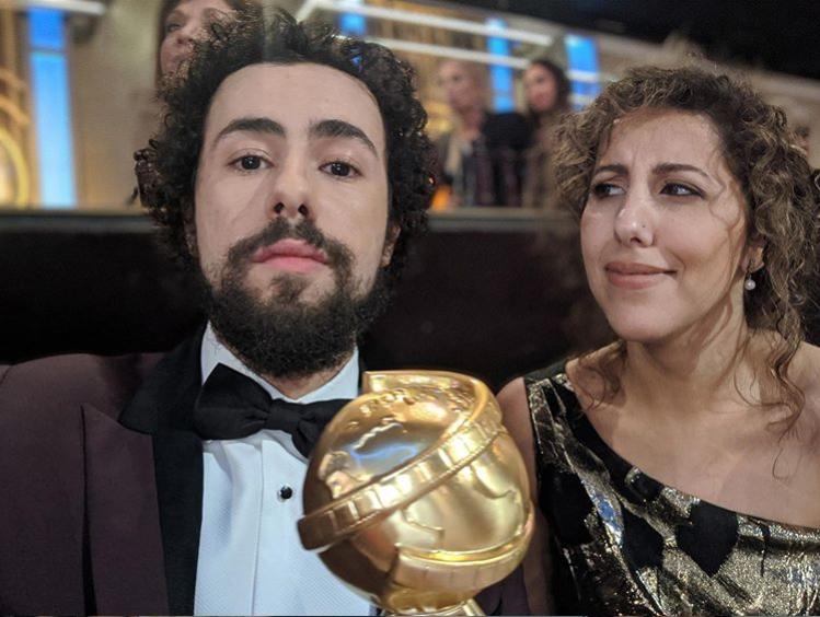 رامي وشقيقته بعد الفوز بالجائزة