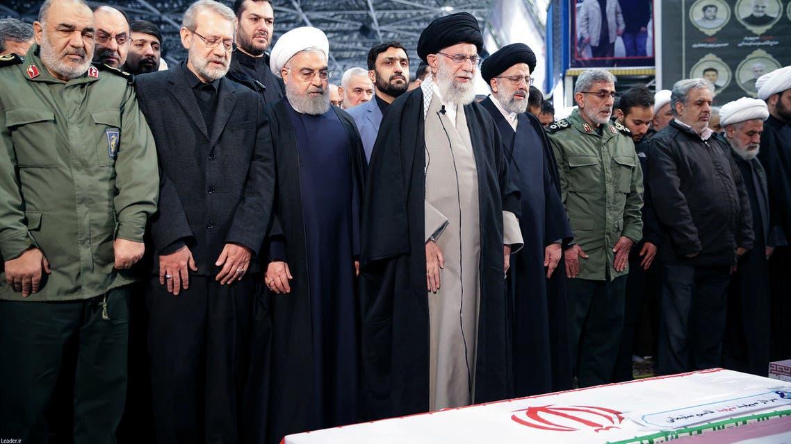 خمنئي يئم الصلاة على جثمان سليماني في طهران(فرانس برس)