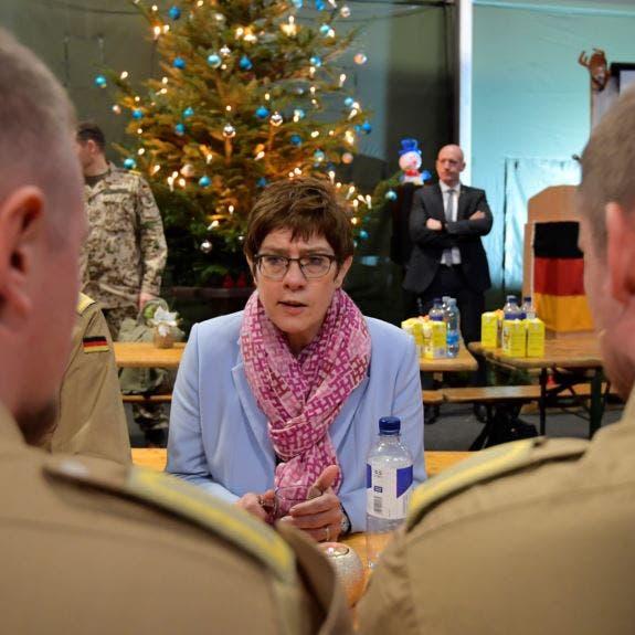 """وزيرة الدفاع الألمانية تتهم روسيا بـ""""الاستفزاز"""" بشأن أوكرانيا"""