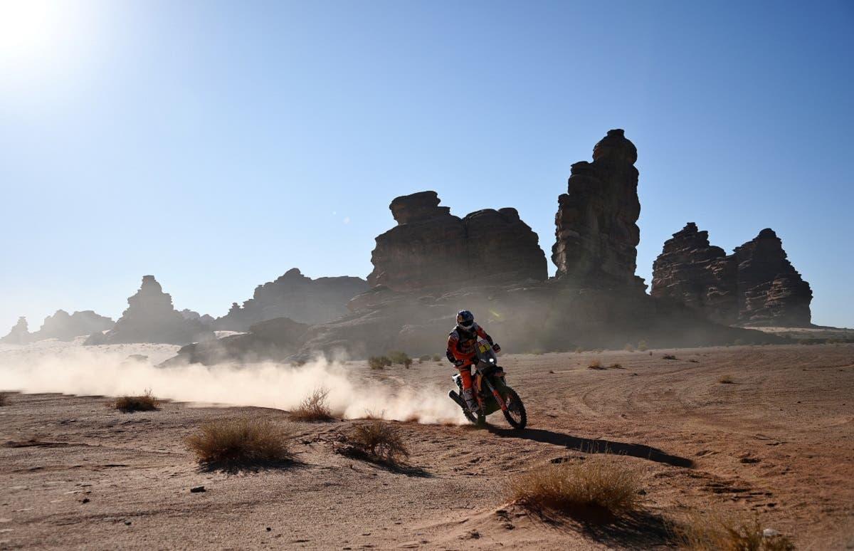 Australian biker Toby Price powers his KTM during the Stage 3 of the Dakar 2020 around Neom, Saudi Arabia, on January 7, 2020. (AFP)