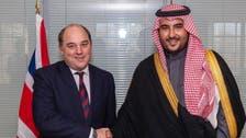 خالد بن سلمان يبحث أوضاع المنطقة مع وزير دفاع بريطانيا