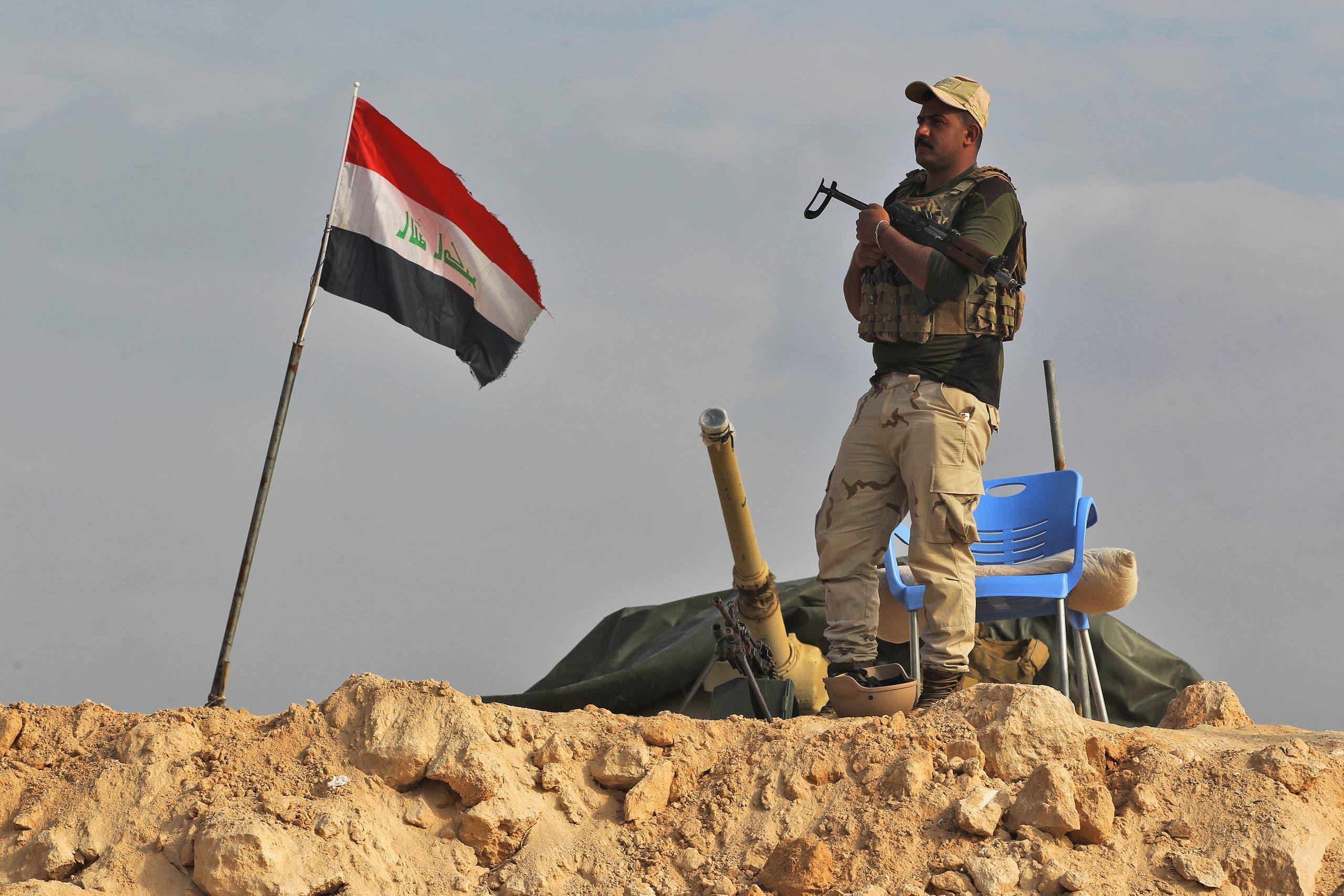 An Iraqi soldier stands guard near the Iraqi city of Qaim at the Iraqi-Syrian border. (File photo)