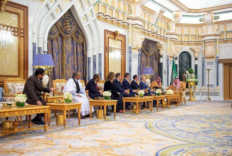 جانب من لقاء الملك سلمان بالسفراء الجدد