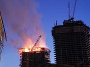 جدة تستفيق على حريق في برج تحت الإنشاء