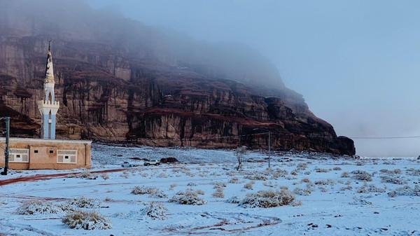 Saudi Arabia's NEOM turns into winter wonderland