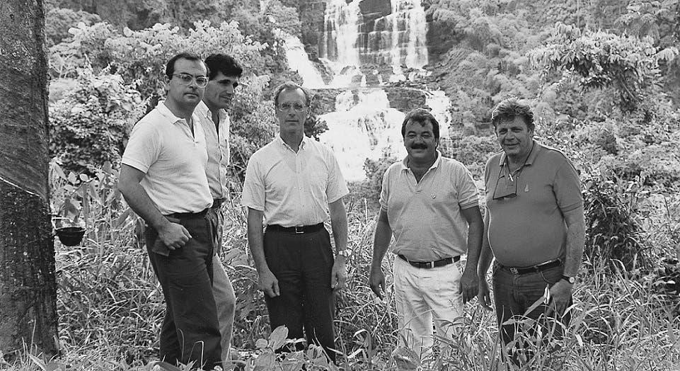 كارلوس غصن في ريو دي جنيرو، وربما واحد من الاثنين الى اليمين هو والده