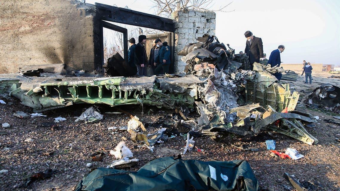 من موقع تحطم الطائرة اللأوكرانية(فرانس برس)