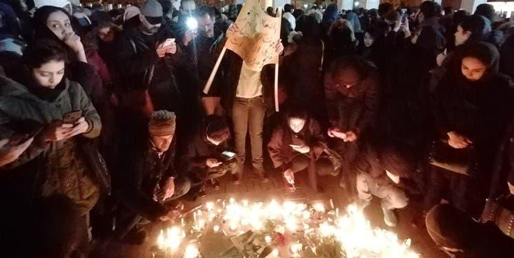 صور نشرتها وكالة فارس لتجمع طلابي في طهران وتمزيق صور قاسم سليماني
