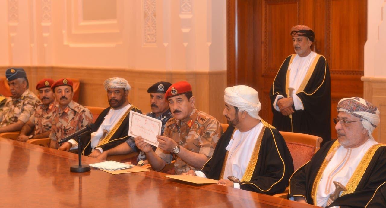 مجلس الدفاع العماني يفتح رسالة السلطان قابوس
