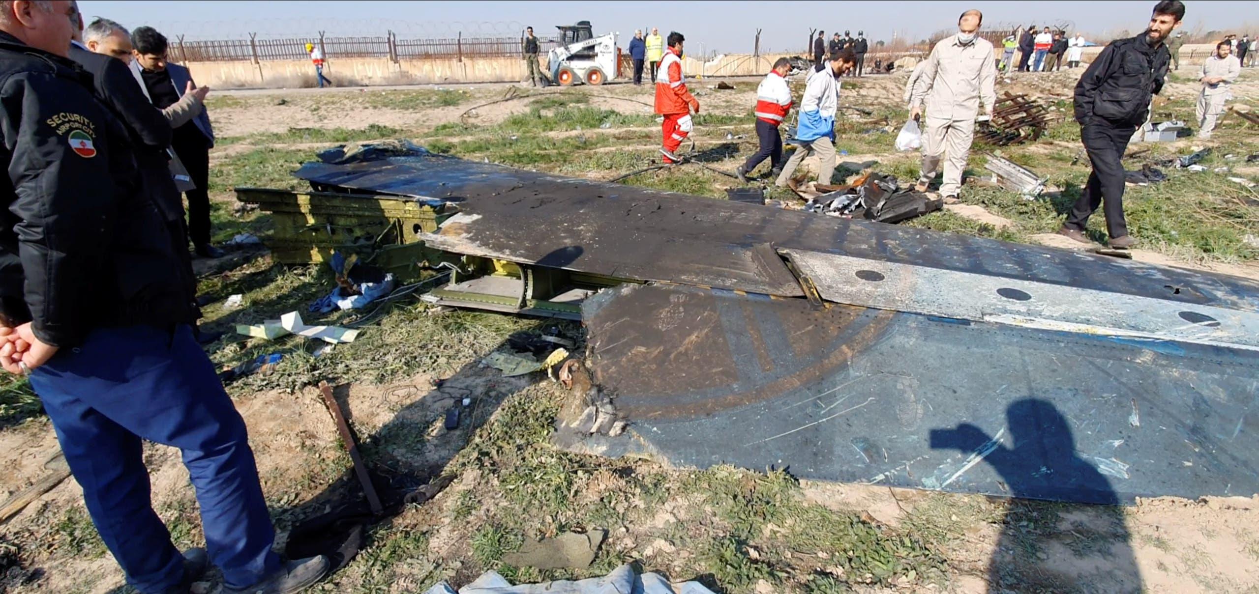من موقع تحطم الطائرة الأوكرانية في طهران (أرشيفية- رويترز)