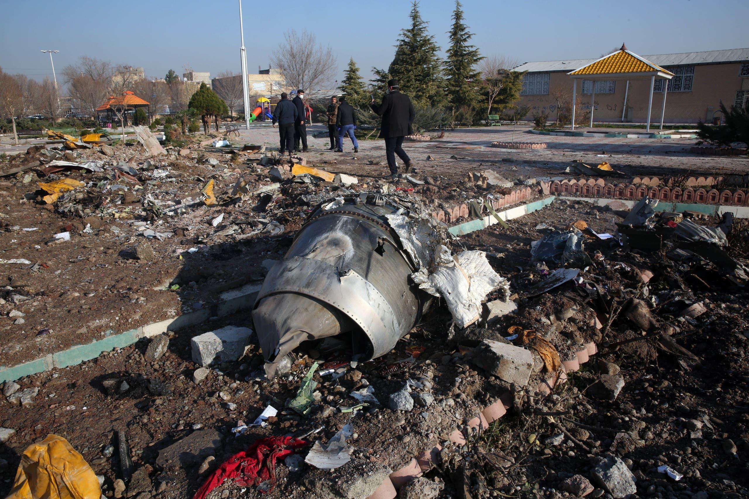 من حطام الطائرة الأوكرانية (أرشيفية)
