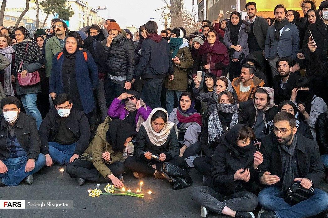 صورة نشرتها وكالة فارس لتجمع طلابي يطالب برحيل المرشد