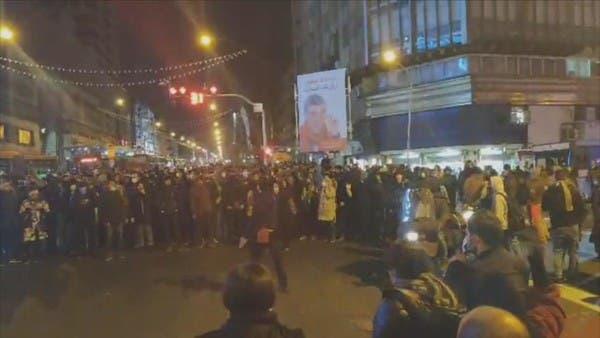 إيران.. قوات الأمن تستخدم الرصاص المطاطي لتفريق المحتجين