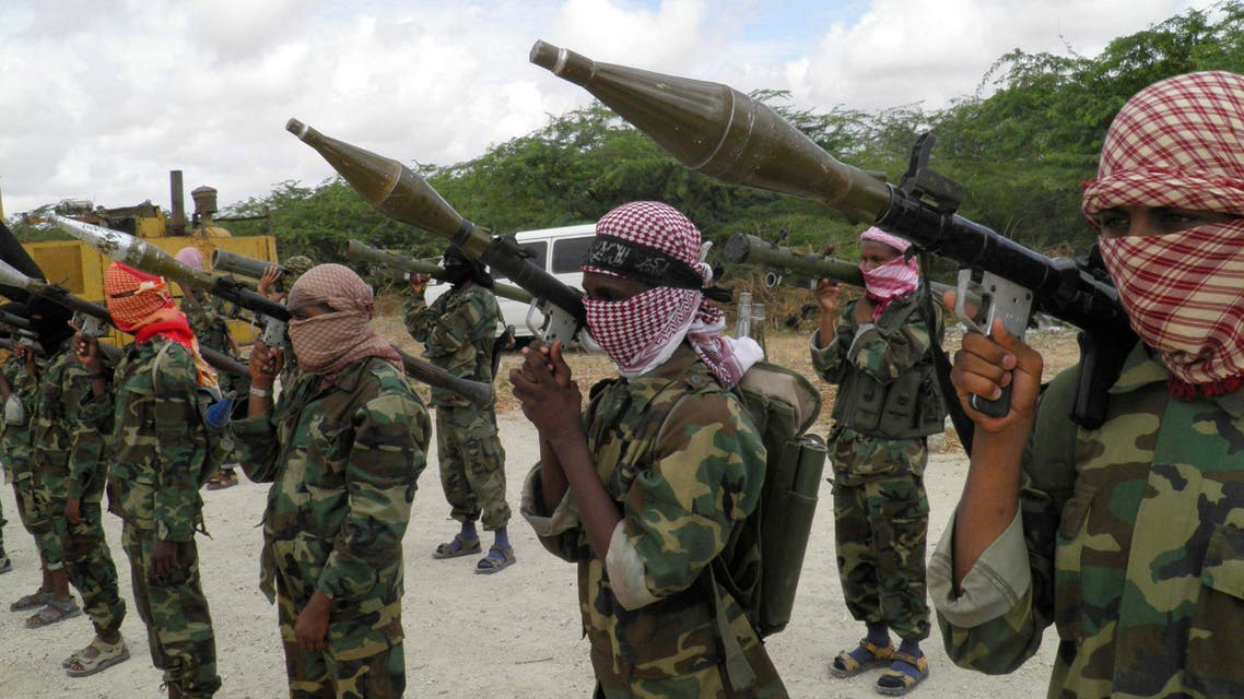 Al-Shabaab fighters display weapons as they conduct military exercises in northern Mogadishu, Somalia, OCtober 21, 2010. (File photo AP)