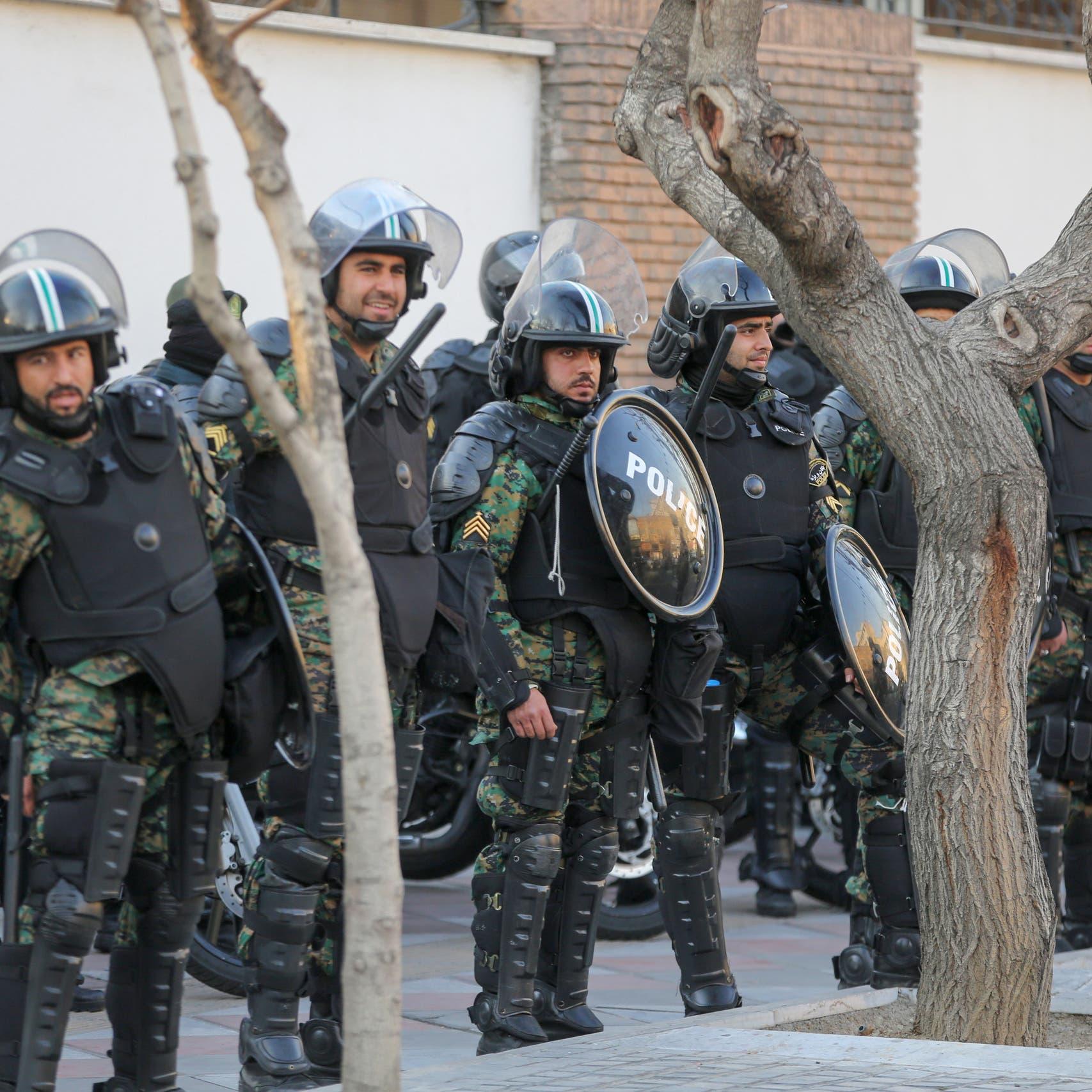 مظاهرات إيران مستمرة.. 300 معتقل من مدينة واحدة