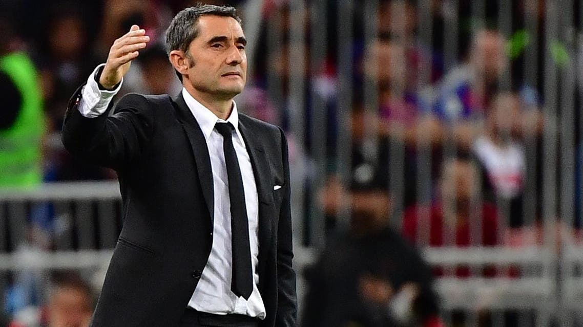 Barcelona's Spanish coach Ernesto Valverde speaks to his players during the Spanish Super Cup semi- final between Barcelona and Atletico Madrid on January 9, 2020, at the King Abdullah Sport City in the Saudi Arabian port city of Jeddah. (AFP)