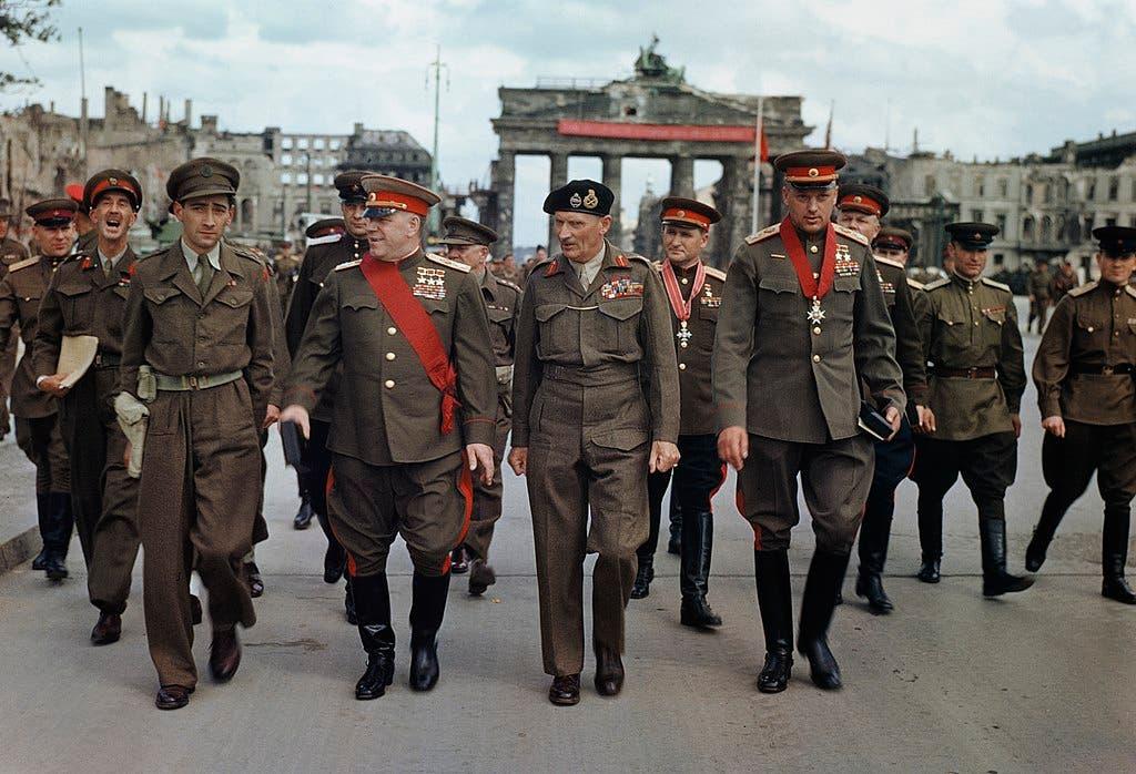 المارشال جوكوف في برلين عقب نهاية النازيين