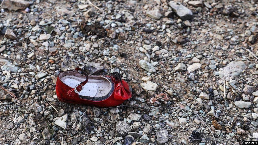 حذاء طفل من ضحايا الطائرة الاوكرانية