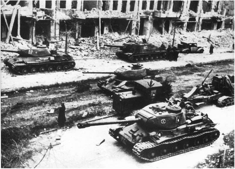دبابات سوفيتية بالعاصمة برلين