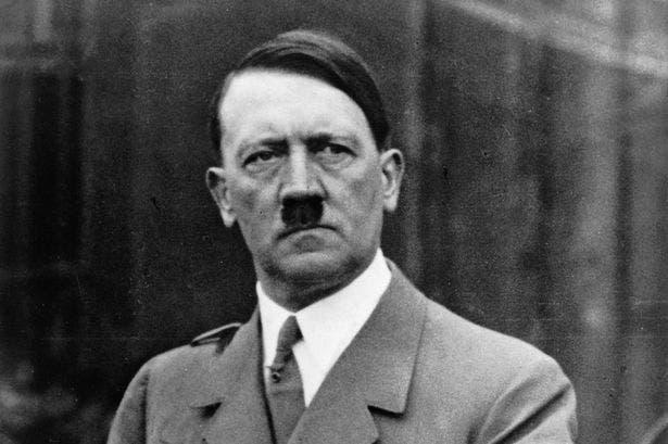 القائد النازي أدولف هتلر
