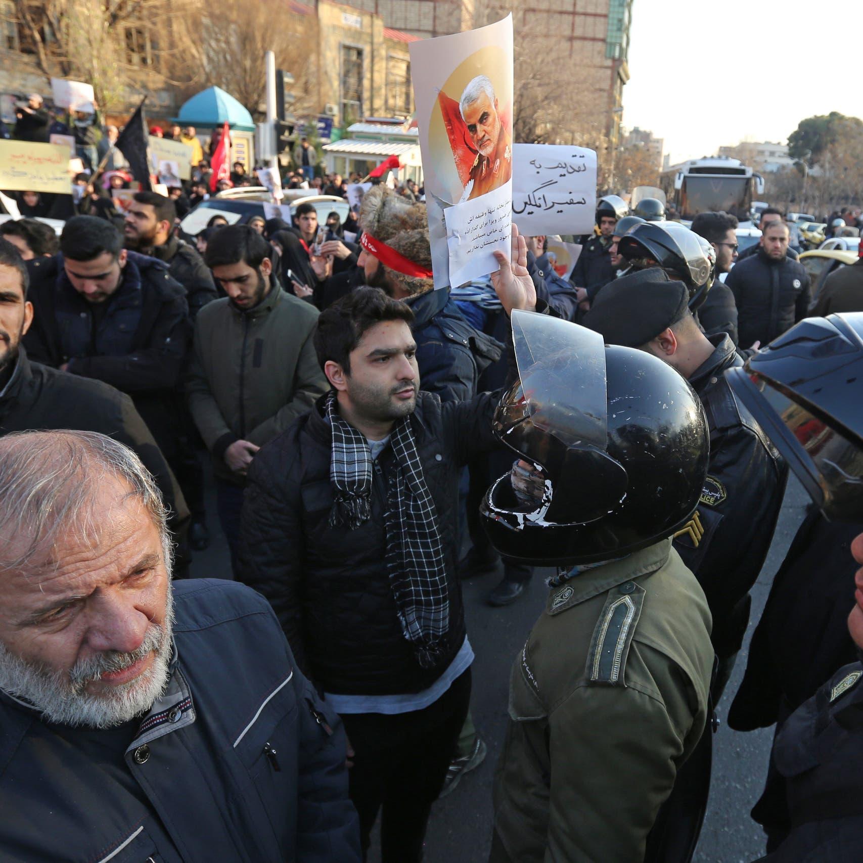 رجل دين إيراني: اطردوا سفير لندن.. وإلا سيمزقه أنصار سليماني