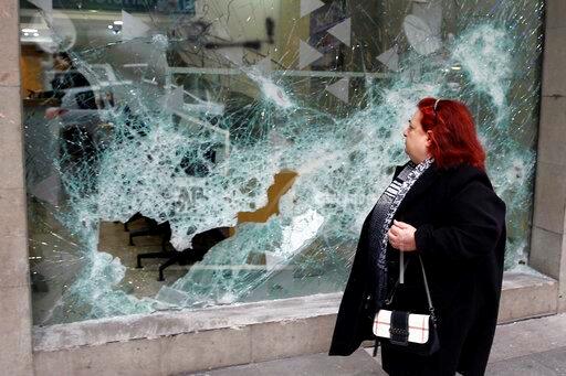 تكسير واجهات البنوك في شارع الحمراء ، AP