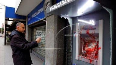 انفراجة أم خدعة؟ بنوك لبنان تحدد سعراً جديداً للسحوبات بالدولار