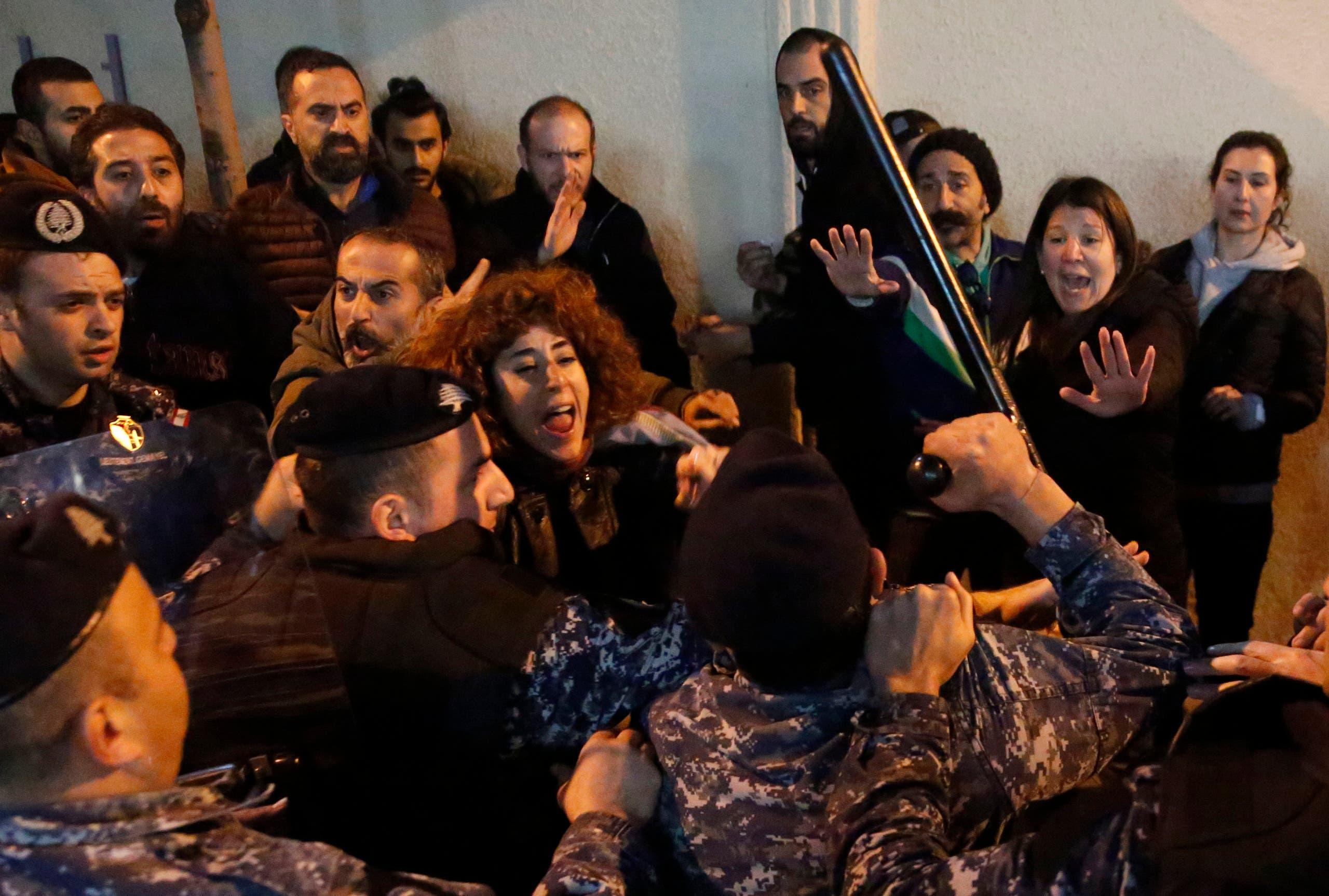 من أمام مصرف لبنان - 15 يناير فرانس برس