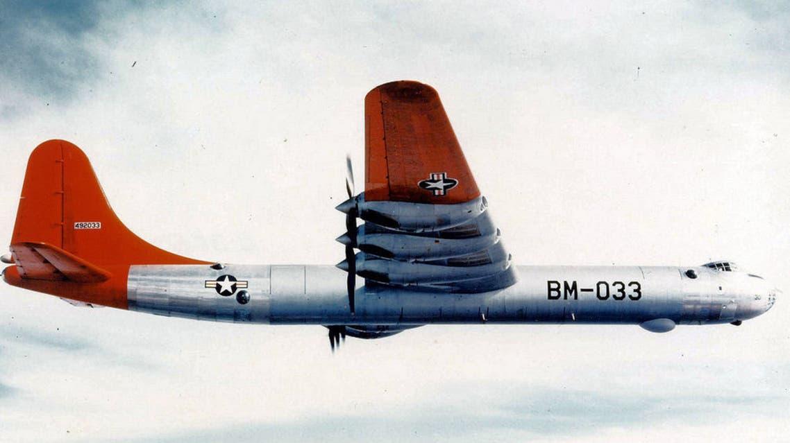 صورة ملونة لقاذفة القنابل صانعة السلام بي 36