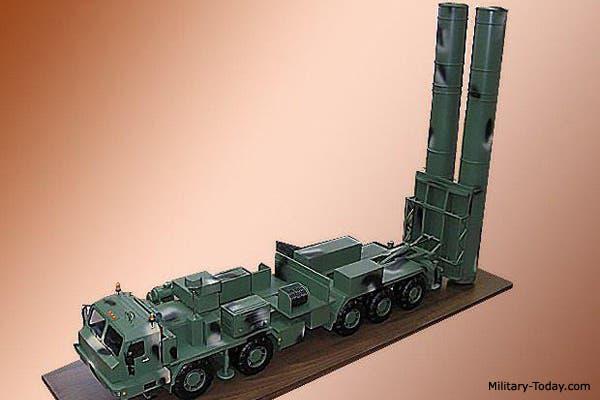 شاحنات عشارية الدفع لضمان سهولة تنقل منظومة الصواريخ إس-500 الروسية