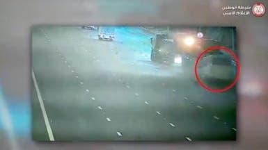 """بالفيديو.. وفاة 6 في حادث بأبوظبي بسبب """"سائق طائش"""""""