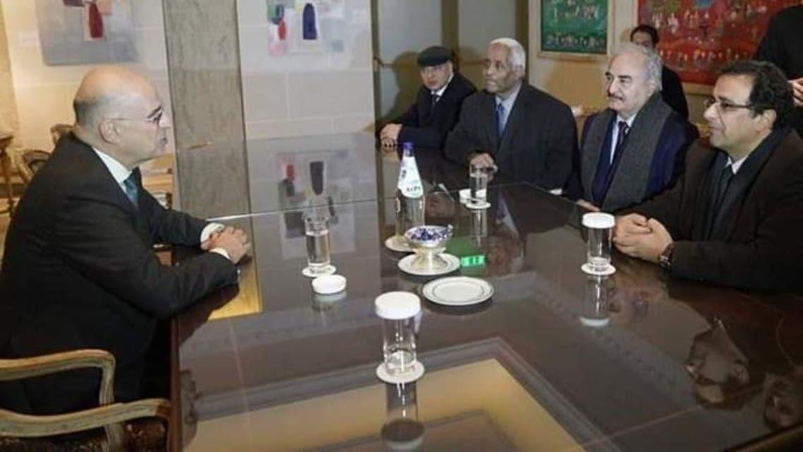 لقاء حفتر مع وزير خارجية اليونان بعد وصوله