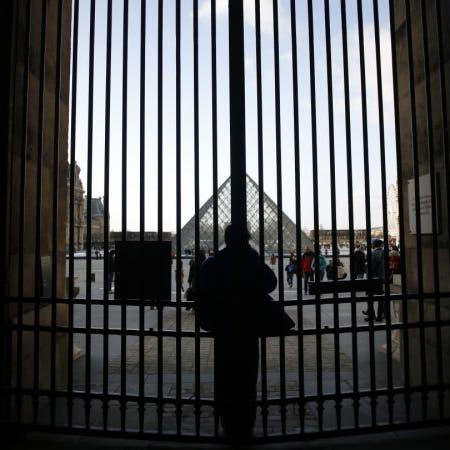 باريس.. إغلاق متحف اللوفر إثر اضطرابات خطط التقاعد