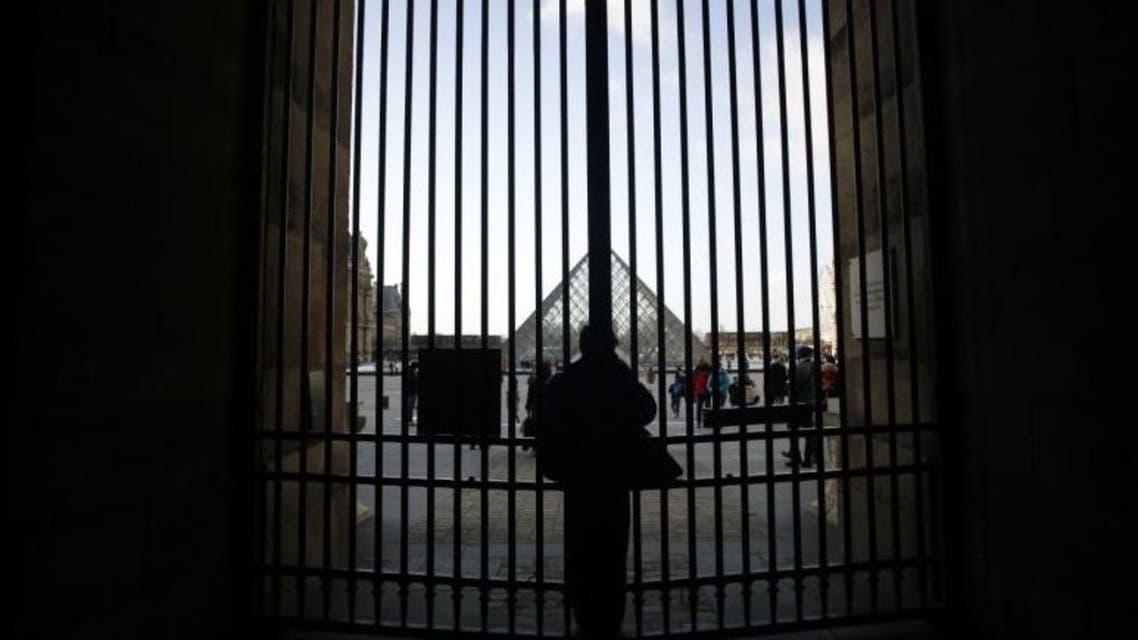 متحف اللوفر أغلق أبوابه
