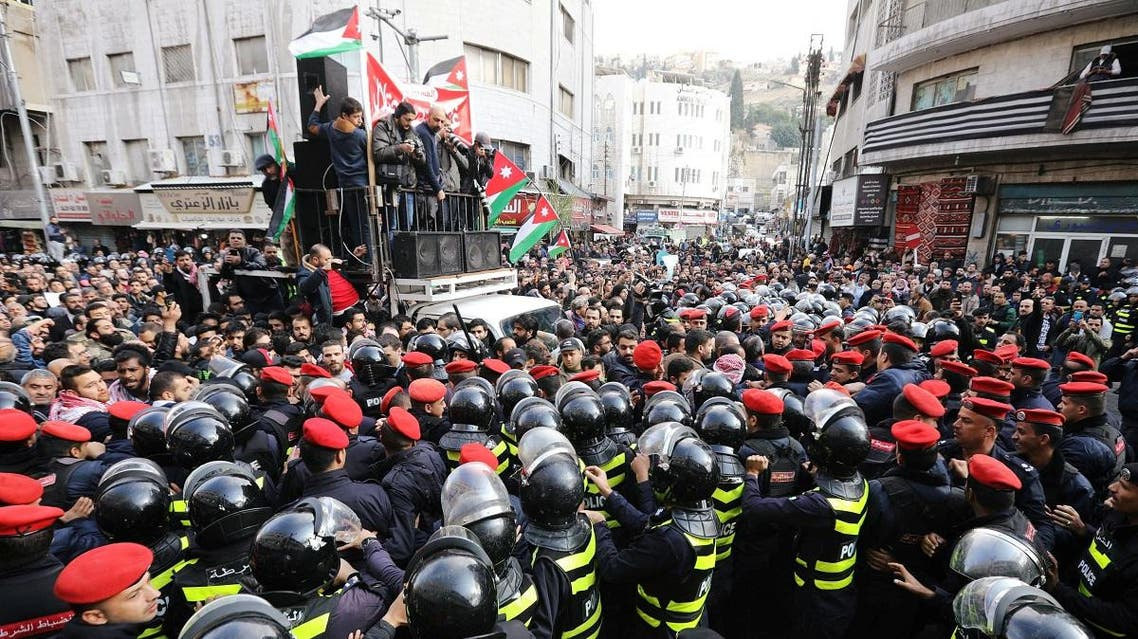 Police try to prevent demonstrators from crossing the designated location of a protest, during a protest against a government's agreement to import natural gas from Israel, in Amman, Jordan January 17, 2020. (Reuters)