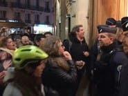 متظاهرون يقتحمون مسرحاً ويمنعون ماكرون من مشاهدة العرض