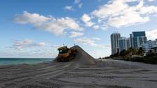 رمال بـ16 مليون دولار تُفرّغ على شاطئ ميامي لتفادي تآكله