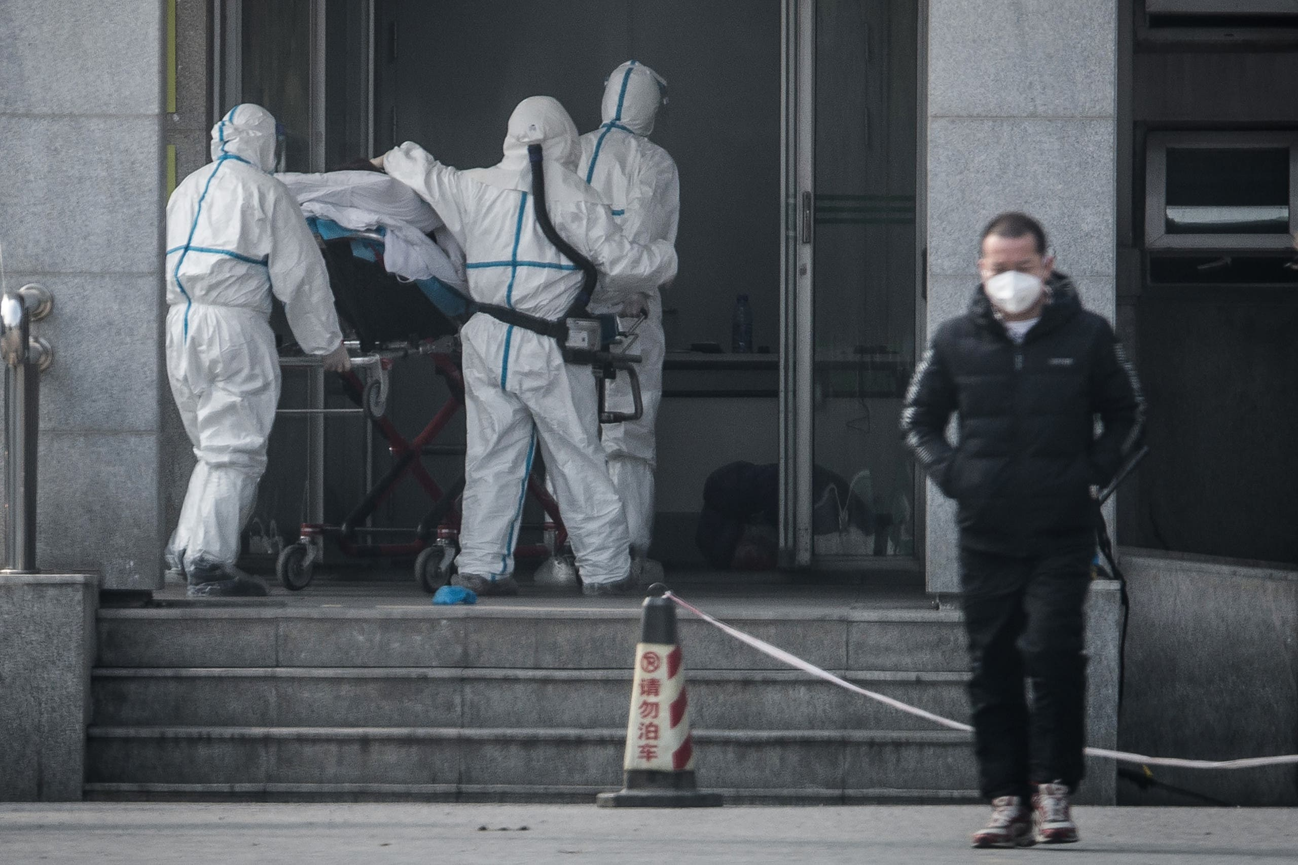 Medical staff members carry a patient into the Jinyintan hospital, where patients infected by a mysterious SARS-like virus are being treated, in Wuhan. (File photo: AFP)
