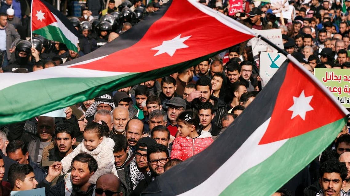 Demonstrators hold Jordanian national flags and chant slogans during a protest against a government's agreement to import natural gas from Israel, in Amman, Jordan January 17, 2020. (Photo: Reuters)