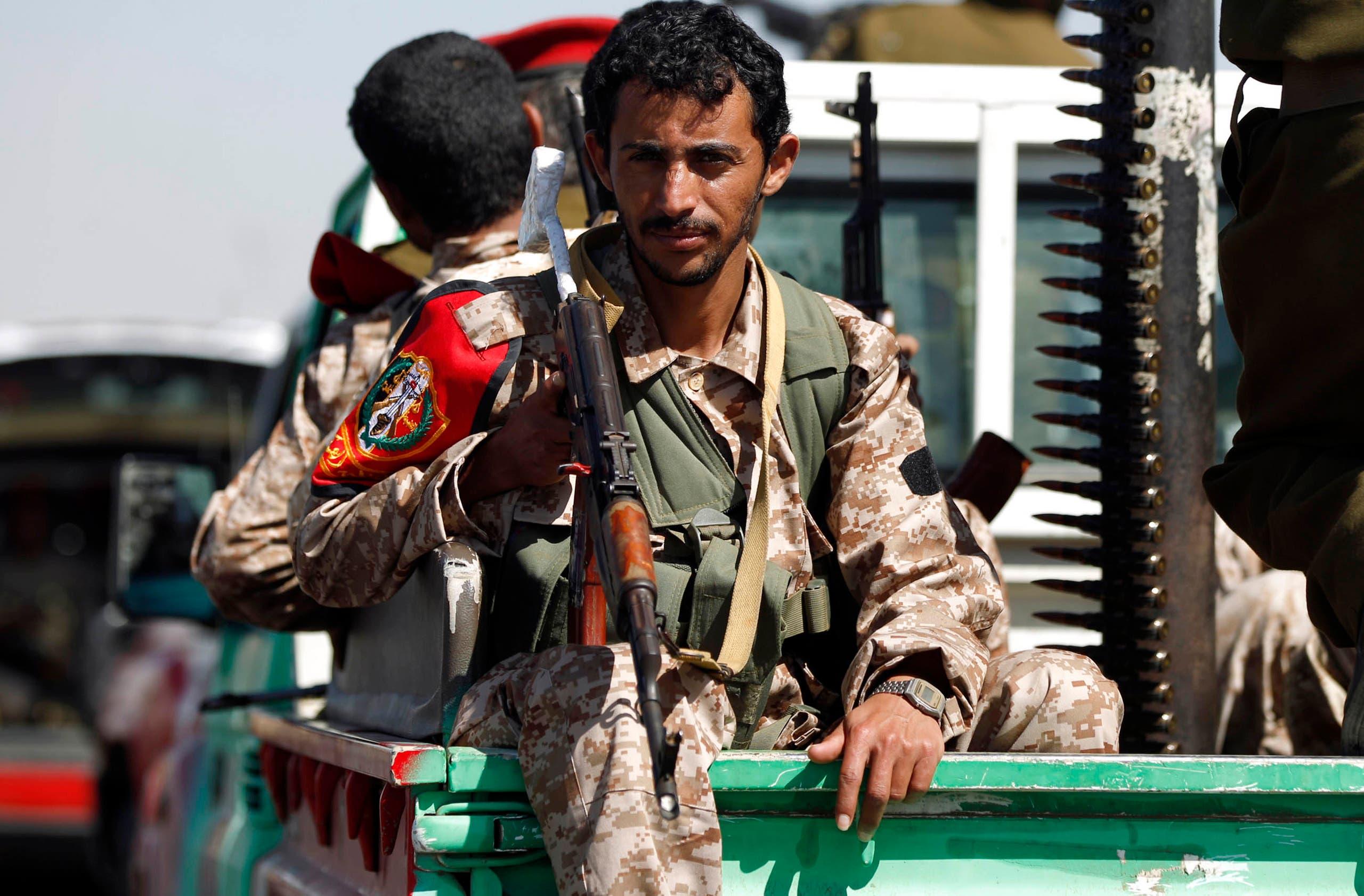 """عنصر من ميليشيات الحوثي في صنعاء """"أرشيفية"""""""