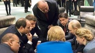صورة من كواليس مؤتمر برلين.. ماذا كان يفعل الزعماء؟