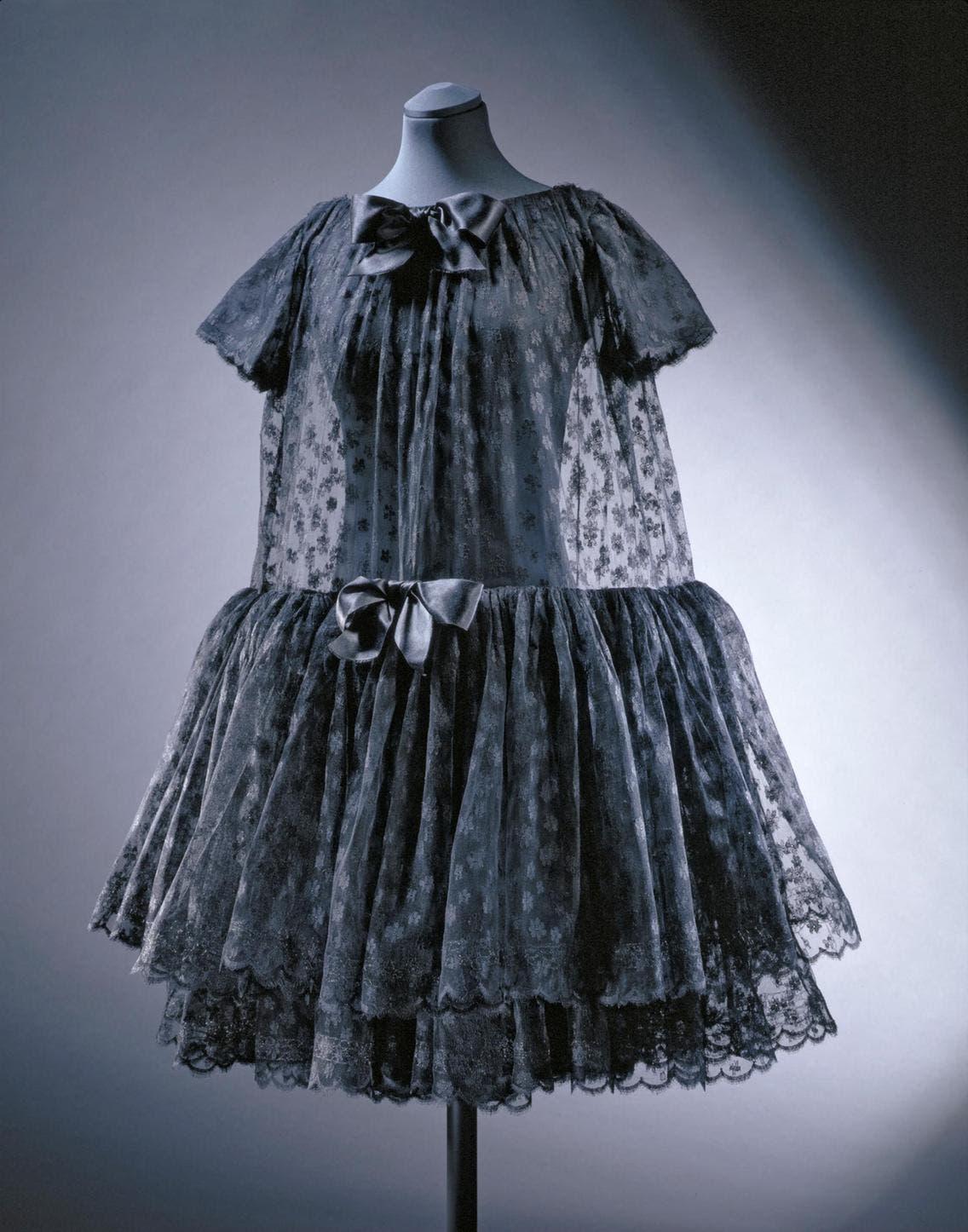 من تصاميم كريستوبال بالنسياغا الراقية التي تعود للعام 1958