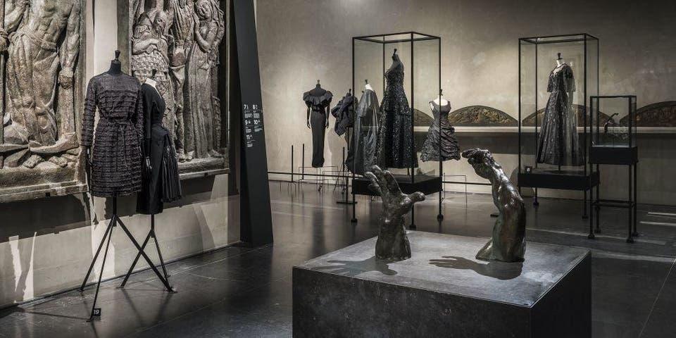 من تصاميم بالنساغا المعروضة في متحف فيكتوريا أند ألبرت البريطاني