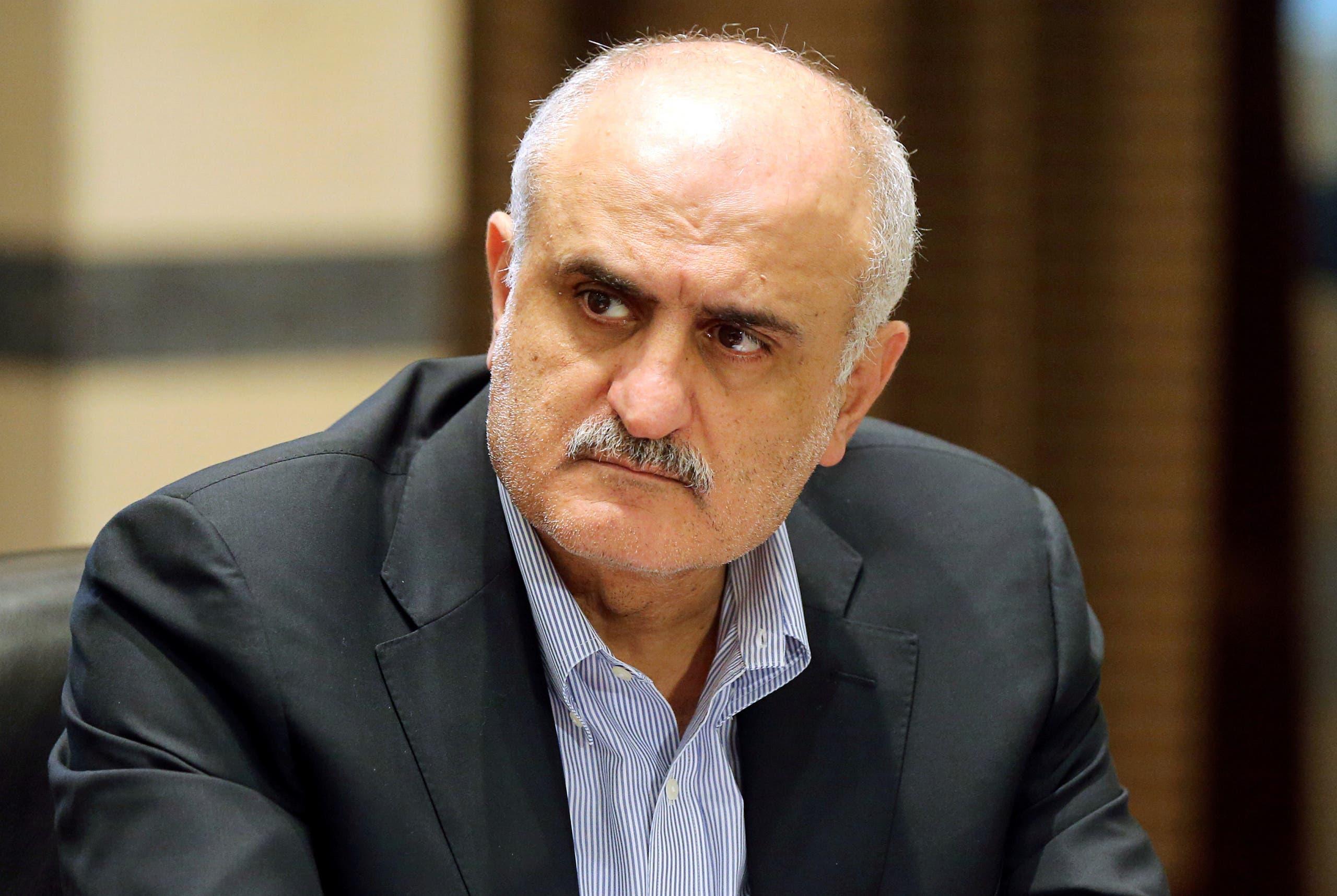 وزير المالية السابق علي حسن خليلي الذي ينتمي لحركة أمل وتولى وزارة المالية لسنوات