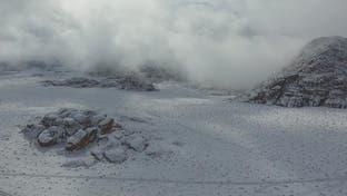 نشرة الرابعة | الثلوج تودع جبال تبوك بعد زيارة خاطفة