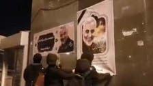 إيران تعتقل مراهقاً ركل صورة سليماني