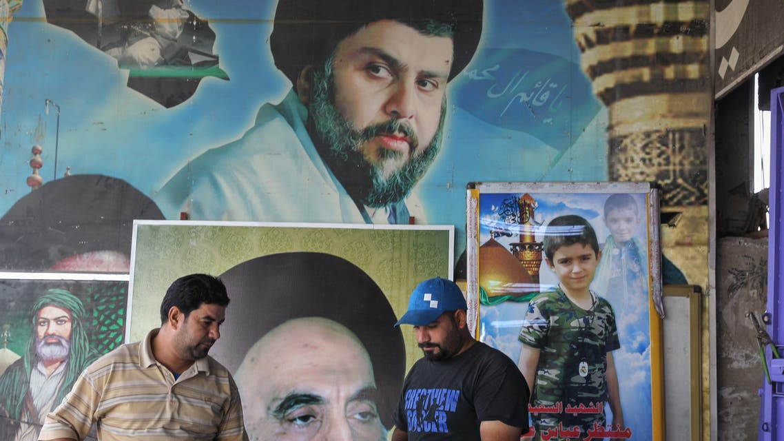 صورة لمقتدى الصدر في مدينة الصدر العراقية (فرانس برس)