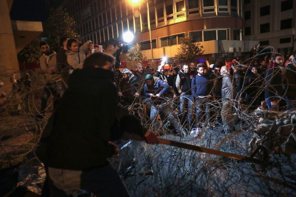اشتباكات بالقرب من السراي الحكومي في بيروت 25 يناير فرانس برس