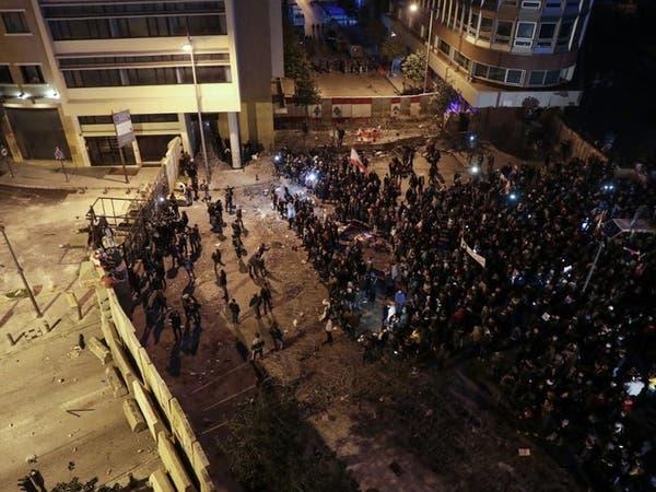 اشتباكات قرب السراي الحكومي ببيروت.. والأمن يطلق الغاز