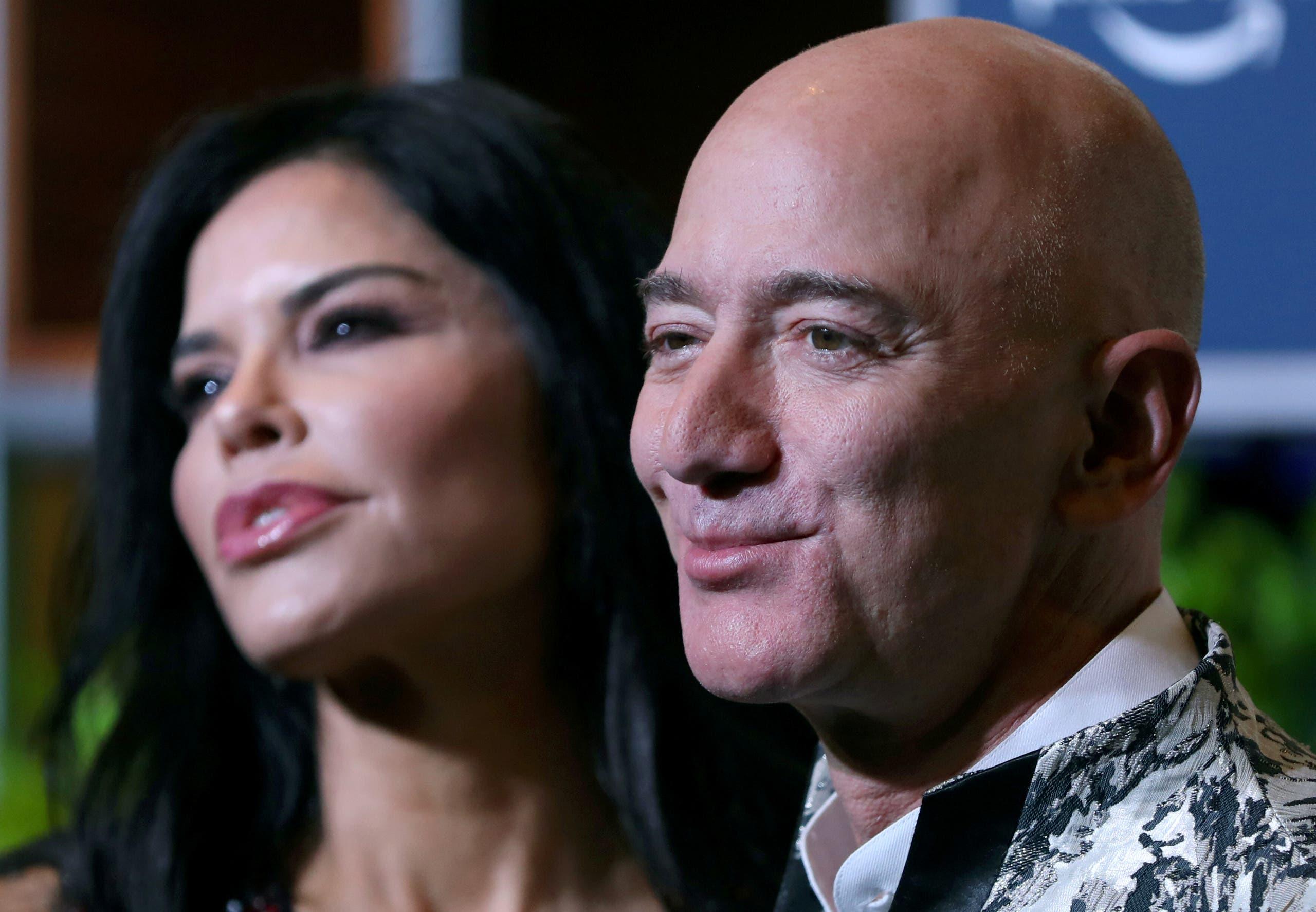 بيزوس وعشيقته لورين سانشيز (فرانس برس)